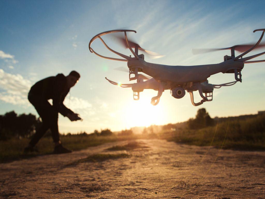 Drones ir robotų technika